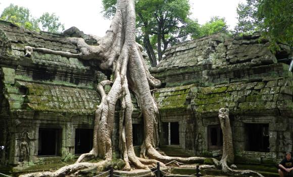 タ・プローヌ 12世紀末に仏教寺院として建立